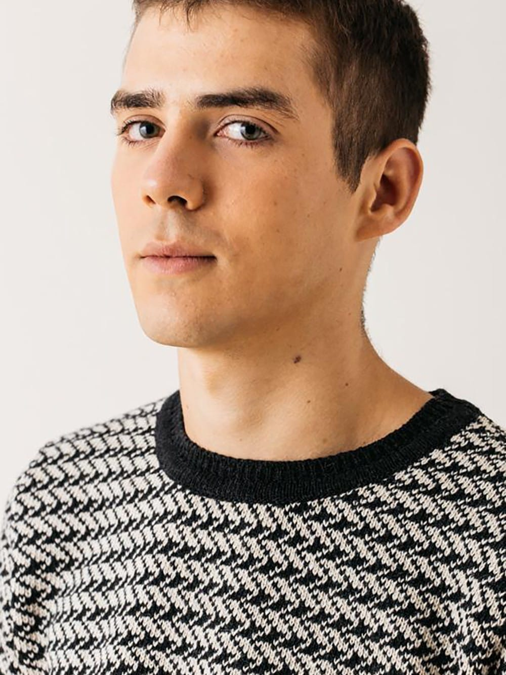 Sweater made with recycled materials-Avi Amadeu