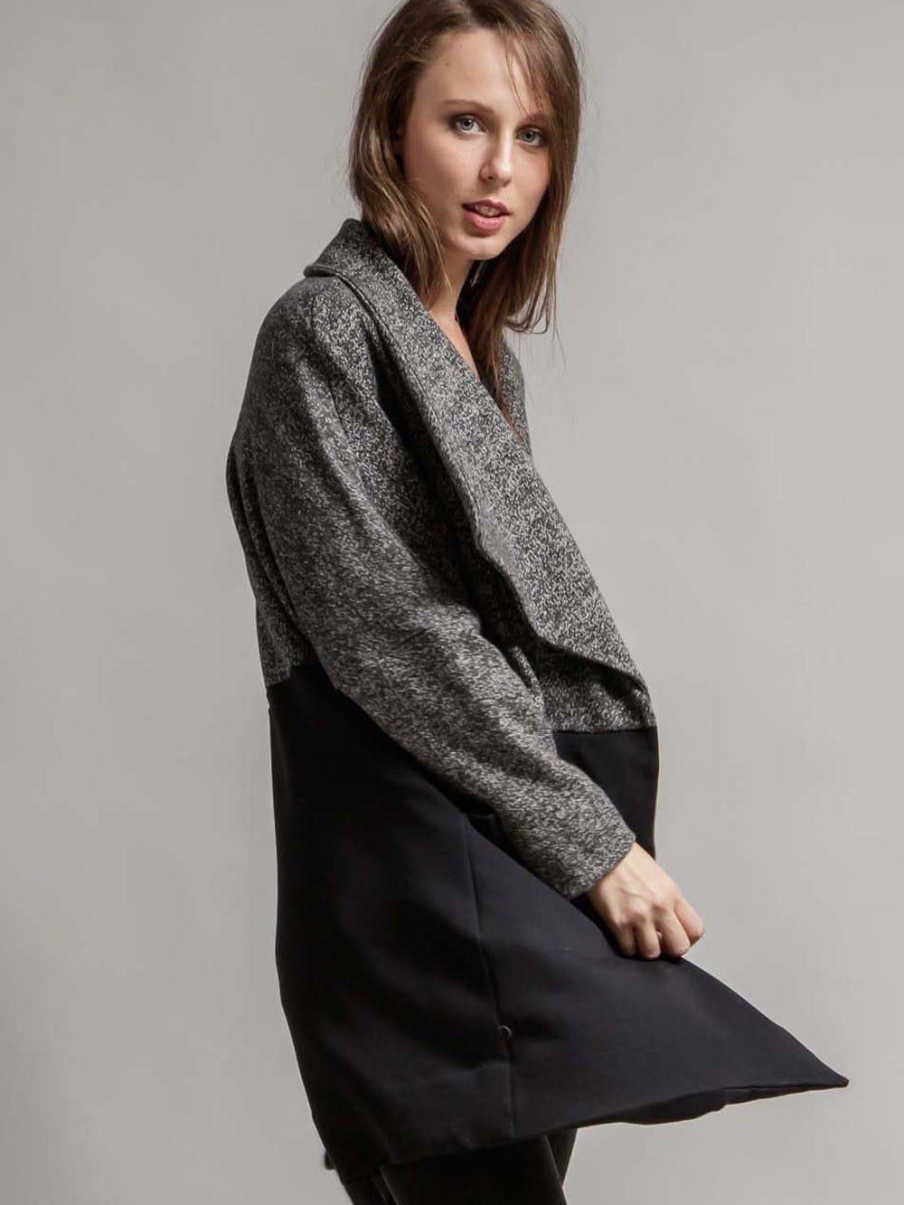 Black and gray coat with inner-polar Los