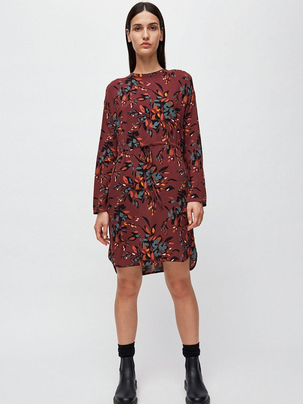 Printed viscose dress ECOVERO-Edurnaa Falling Leaves
