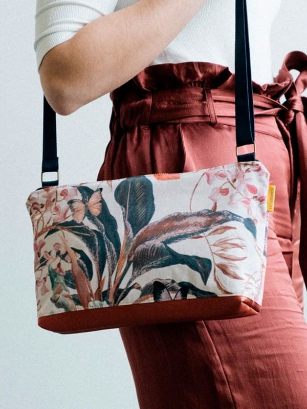 Upcycled shoulder bag-Flores