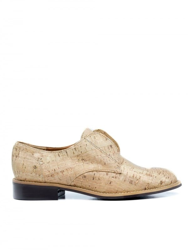 Vegan shoe made of cork-clara cork