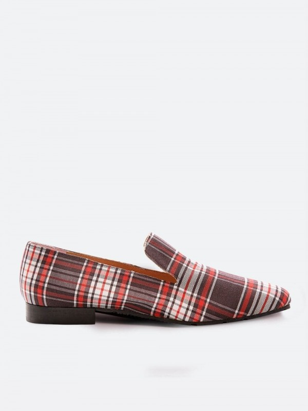 Vegan moccasins made with sustainable and recycled materials-Manteleta