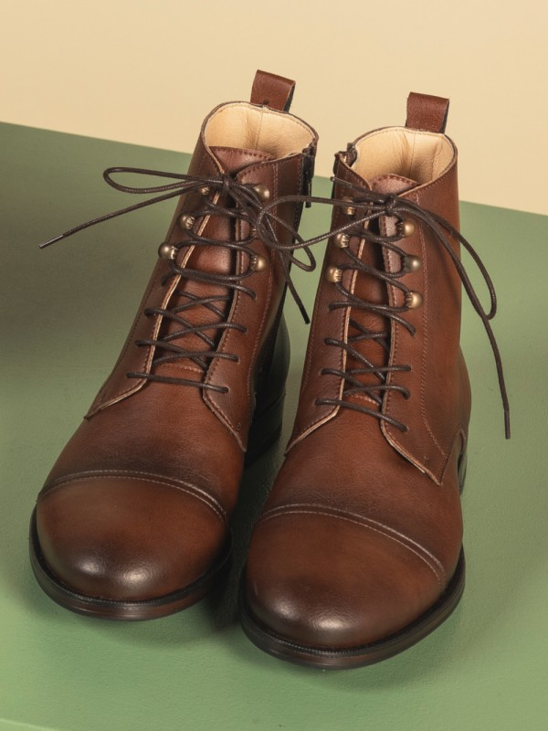 Vegan ankle boot with laces made-Lore